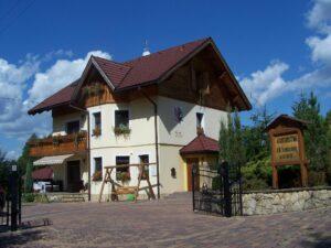domek w gorach seroczynska 300x225